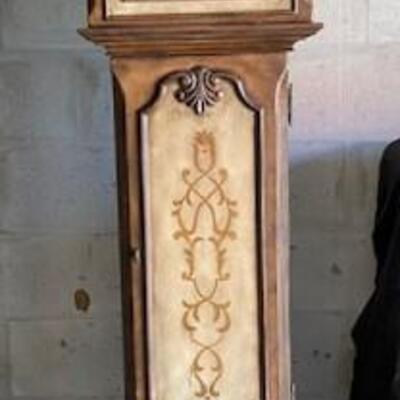 LOT#U12: Howard Miller Battery Operated Contemporary Case Clock