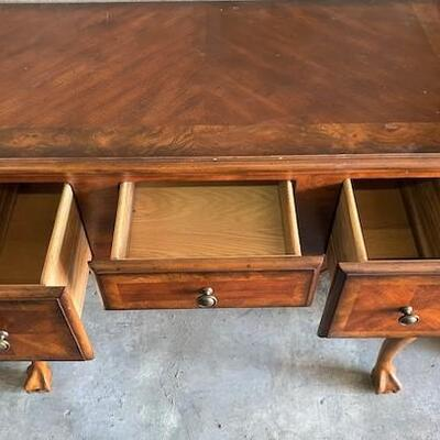 LOT#V15: Chippendale Style Hall Table