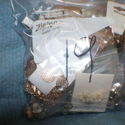 Quart Size Ziplock Bag of Jewelry -19