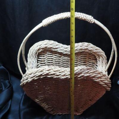 Large Heart Shaoed Basket