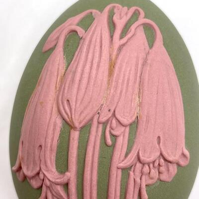 WEDGWOOD PINK ON GREEN JASPERWARE LIDDED EGG