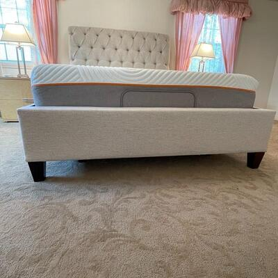 Queen Tufted Headboard/Bed from Doerr Furniture (Light Grey)