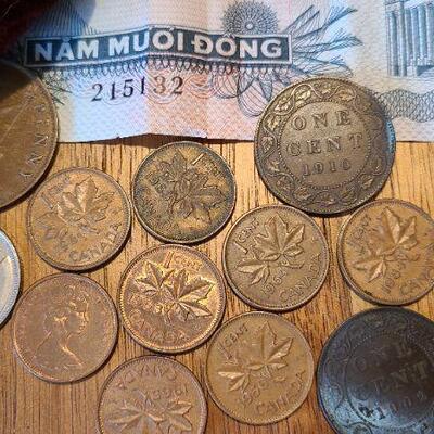 J7: Antique Coin Purse, Currencies