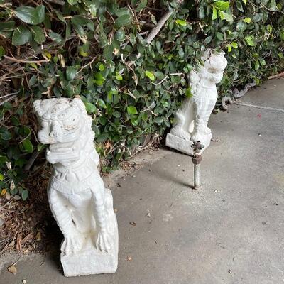 Foo dog/dragon Gargoyles concrete statues, white