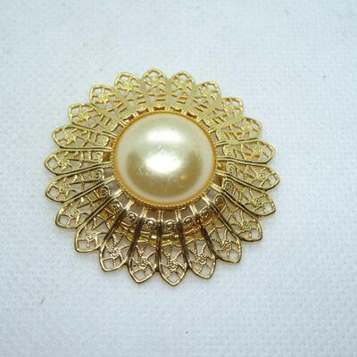 Pearl Gold Tone Sunflower Scarf Clip