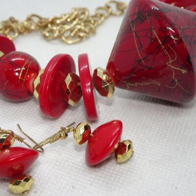 Atomic Style - The Jetsons Style Ruby Red & Necklace & Dangle Earrings Set