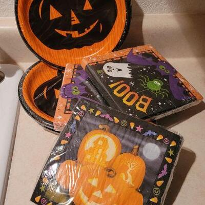 Lot 12: Assorted NEW Halloween Themed Party Plates and Napkins
