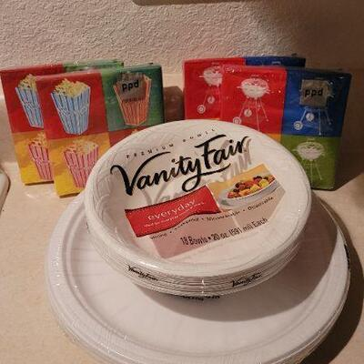 Lot 20: Assorted NEW Paper Plates and Napkins