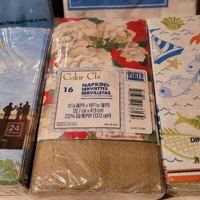 Lot 22: Assorted NEW Deco Party Napkins