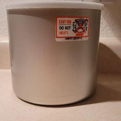Lot 25: New Frozen Cold Storage Inner Fluid Lined Container