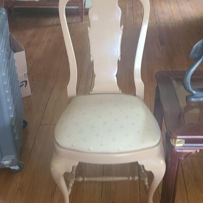 2 White Chair