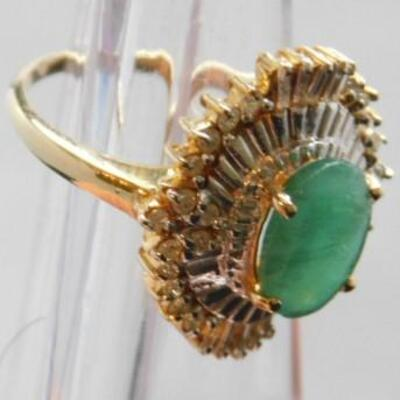 14 Kt Gold Lady's Emerald Ring with Baguette Diamonds ..42 CTW 4 grams