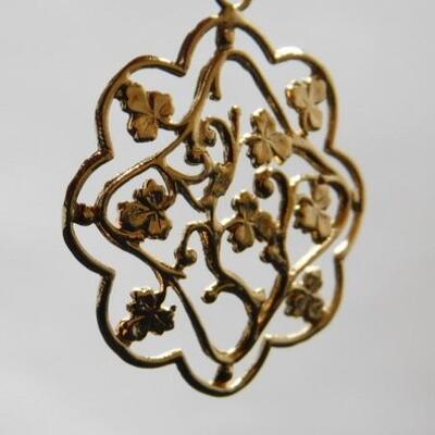 14 KT Gold Floral Filigree Pendant 3.3 grams