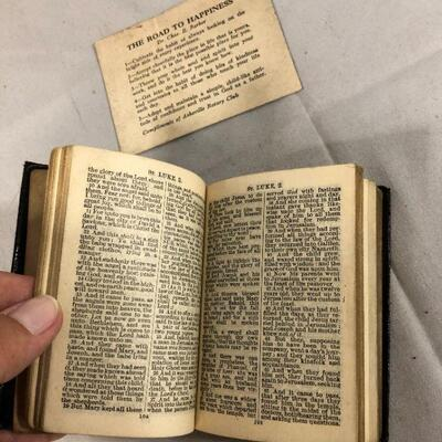 Lot 12 - 1932 Small New Testament