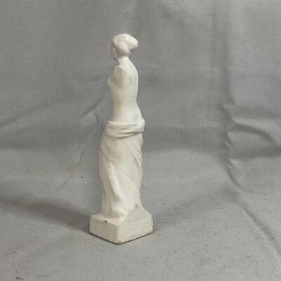 Lot 17 - Small Venus de Milo Figurine