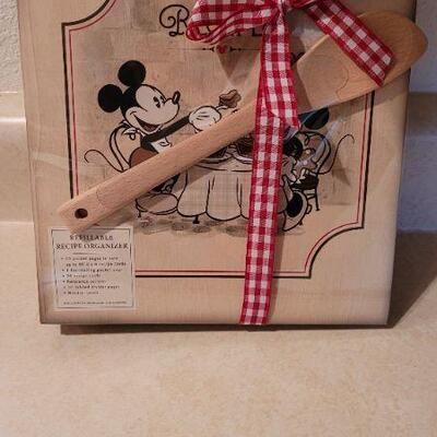 Lot 97: New Hallmark DISNEY Mickey Mouse Recipe Organizer