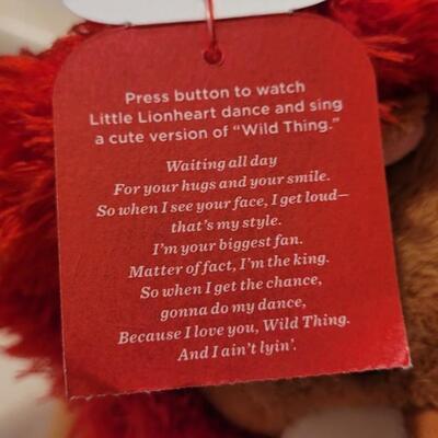 Lot 113: New RETIRED Little Lionheart HALLMARK Plush - Needs Batteries