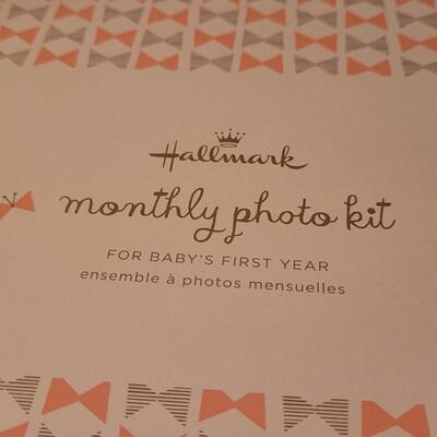 Lot 118: New HALLMARK Monthly Photo Kit WATCH ME GROW