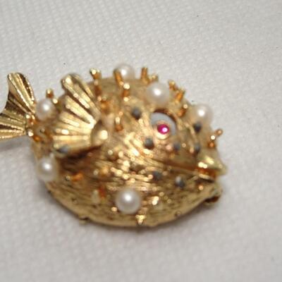 Gold Tone & Pearl Blow Fish Pin
