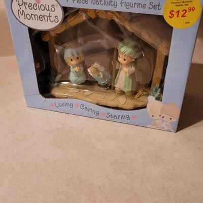Lot 132: New in Box PRECIOUS MOMENTS Nativity Scene