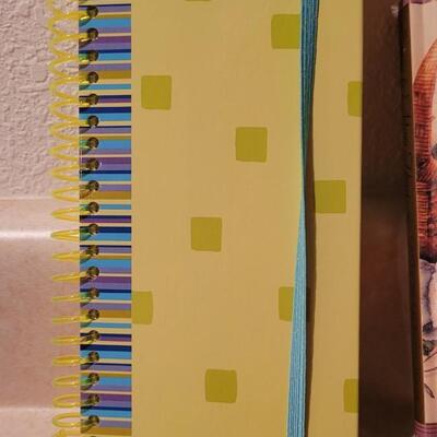 Lot 136: Assorted NEW Hallmark Books (Mom Appreciation + Notepads)