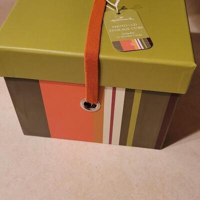 Lot 141: New Hallmark PHOTO CD Storage Cube