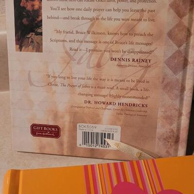 Lot 162: Assorted NEW Hallmark Books - Photo Albums, Blank Journal + THE PRAYER OF JABEZ