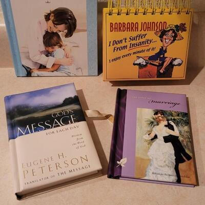 Lot 176: Assorted NEW Hallmark Books / Collectibles