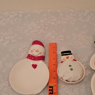 Lot 185: Snowman Plates and Spoon Rest