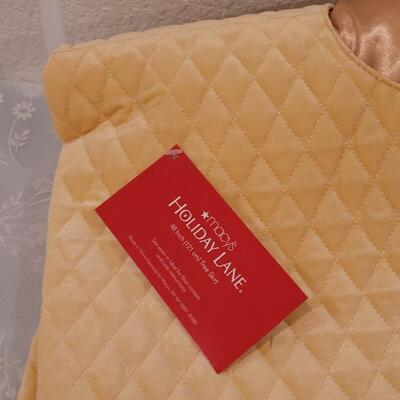 Lot 191: Macy's Golden Yellow Christmas Quilted Tree Skirt