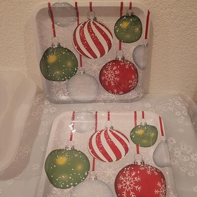 Lot 192: Light Up Wine Stopper, Plastic Treat Containers and Merry Christmas Cake Taker and Disposable Plates and Napkins