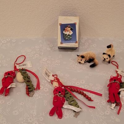 Lot 209: Cat Christmas Ornaments