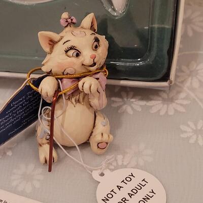 Lot 215: Cat Christmas Ornaments