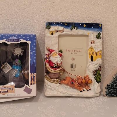 Lot 226: Christmas Picture Frame, Snowman and Small Wood Tree Block