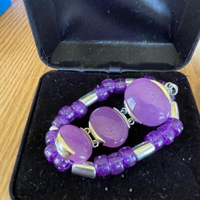 2 fashion bracelets in box