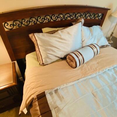Queen Bedroom Set w/ Dresser, Mirror, Nightstands and Lamp