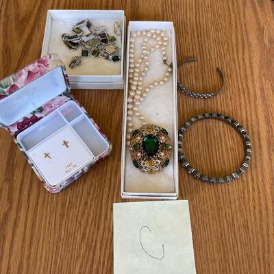 (C) Jewelry Lot