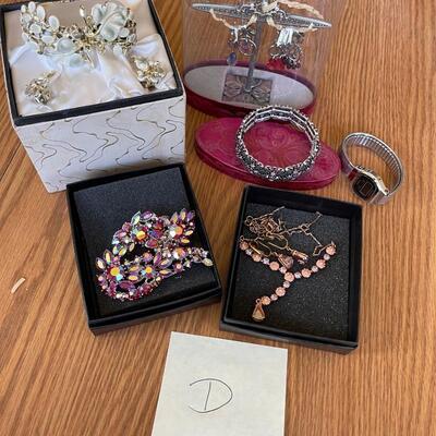 (D) Jewelry Lot