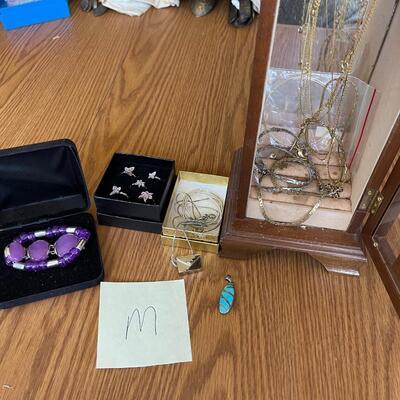 (M) Jewelry Lot