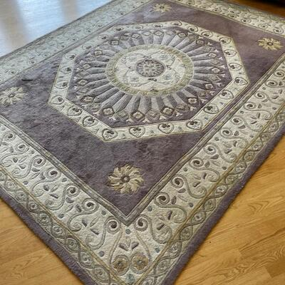 Attractive area rug / pet and smoke free