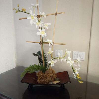 Decorative cross with flowersq