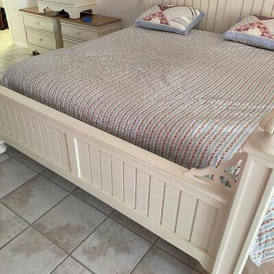 LOT#7MB: Thomasville King Bed