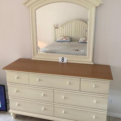 LOT#8MB: Thomasville Dresser and Mirror
