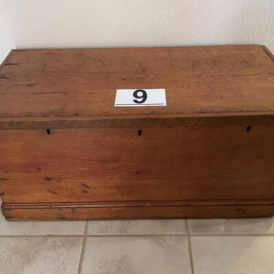 LOT#9MB: Antique Blanket Chest With Exposed Dovetails