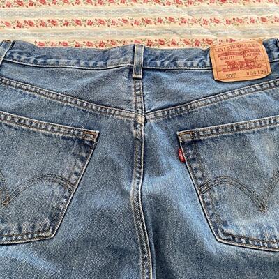 LOT#11MB: Levi's Jeans Lot