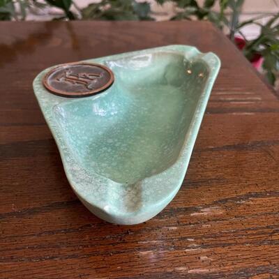 LOT 13 - No. 1940, The Hyde Park, Triangle Ashtray, Roseville Pottery