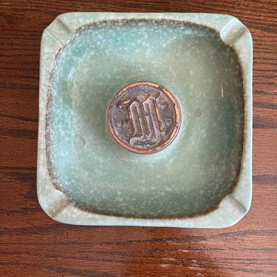 LOT 14 - No. 1920, The Hyde Park, Square Ashtray, Roseville Pottery .