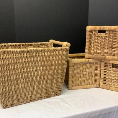 221. Handled Basket Lot