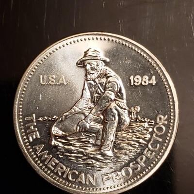 1 oz silver englehard prospector round. Nice clean round  fresh from a tube