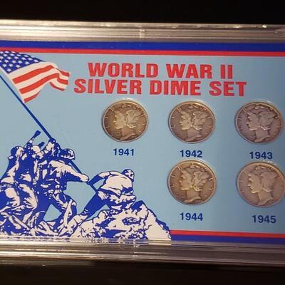 Silver ww2 mercury dime set .Very nice set .5 ww 2 era mercury dime set